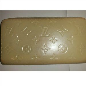 Louis Vuitton White Pearl zip wallet
